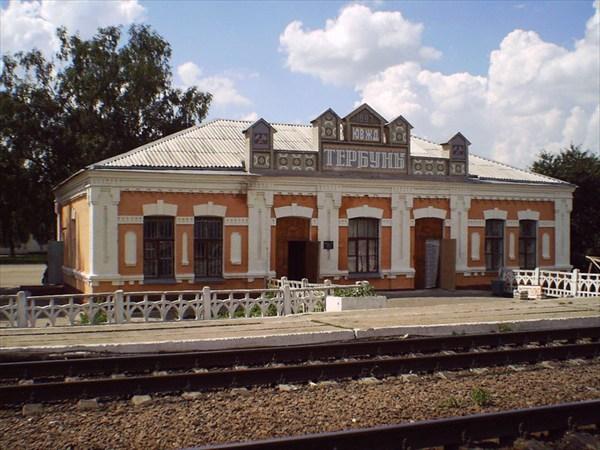 на фото: тербуны вокзал